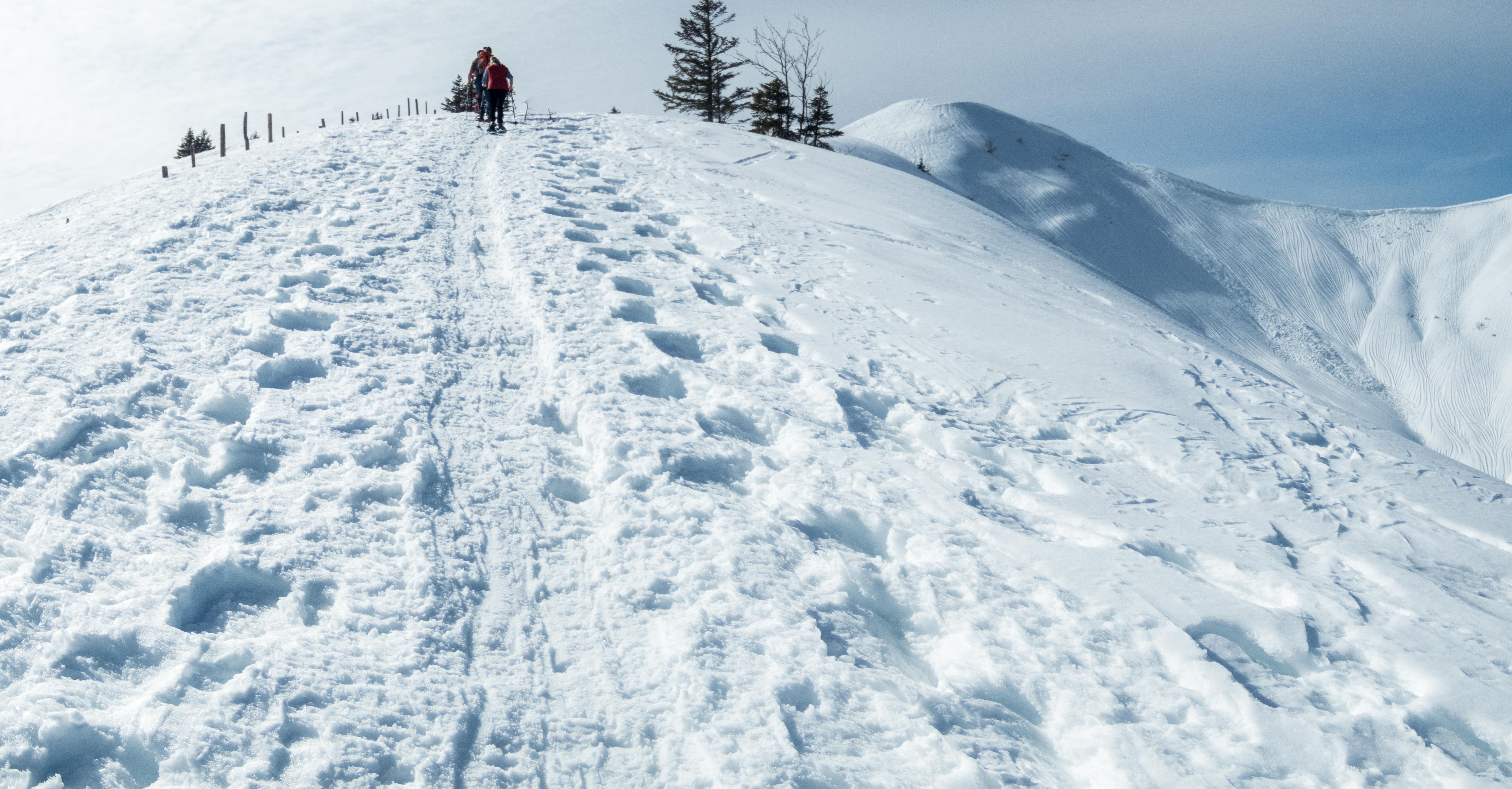 Aufstieg mit Schneeschuhen oberhalb Grasgehren